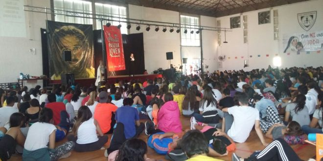 Alumnos y Exploradores de Don Bosco en PASCUA JOVEN